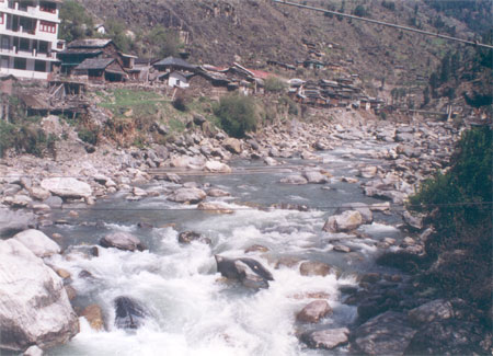 River flowing next to the Gurudwara.