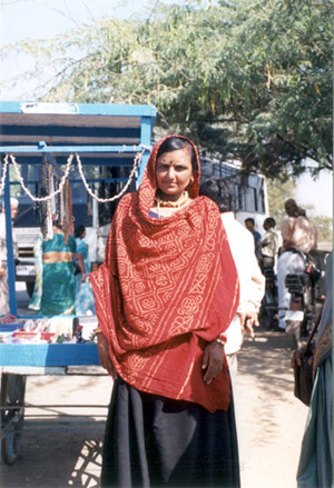 A local women outside the Gita Mandir complex.