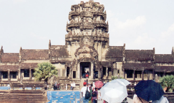 Main gopura, which now houses a Vishnu idol. Gopura or gateway is the main architectural feature of the wall that surrounds a Khmer temple. The name, which is derived from Sanskrit, originated in the 7th century Pallava architecture of South India.