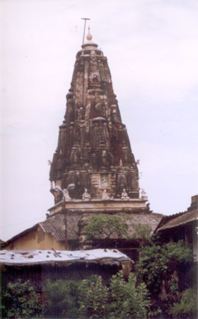 A temple in the Banganga temple area. Mumbai consisted of 7 islands was given in dowry by the Portuguese to the British in 1661. The islands were first home to the Koli fisherfolk. Today it is a buzzling city with Indians migrating to the city to make the