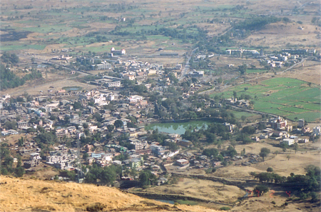 Clicked this picture of Tryambakeshwar town from Brahmagiri. In the center you see a pond, just behind that is the holy mandir, not visible since it is made in black stone.