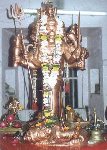 In the middle of the mandir is one of its type a Pancha-Mukhi (five faced) Hanuman.
