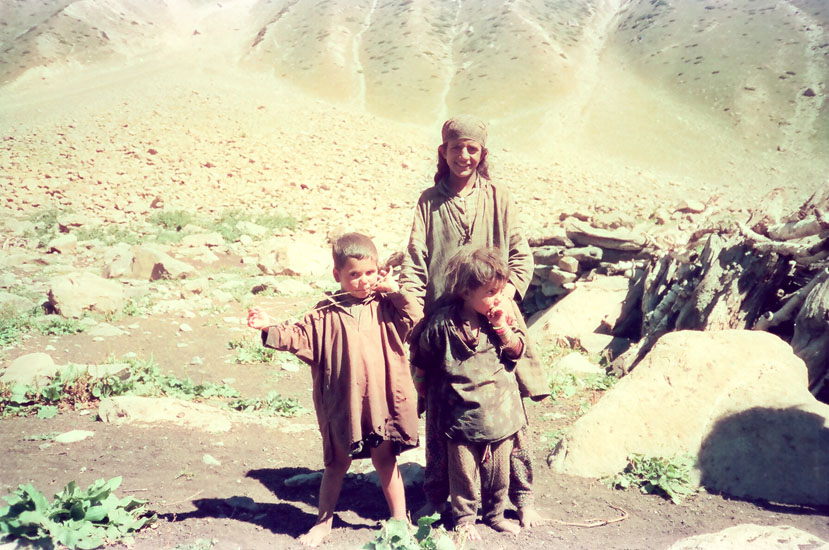 Children who stayed in the village close to the glacier.